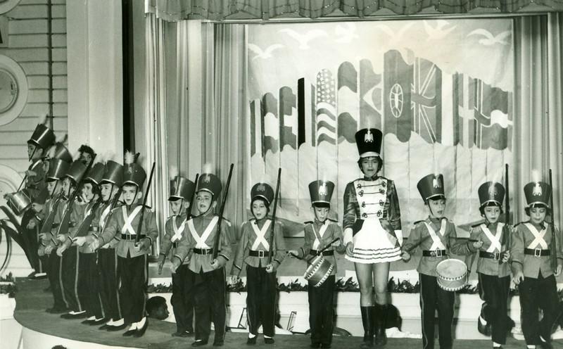 1959, Dundo, Junho, Teatro Infantil - Artes de Magia Tininha Vitor Santos (no centro), Luisa Loureiro, Jorge Vitor Santos , o Fifas, o Zézé Melim, o Caíca Teixeira de Sousa e o irmão Bé