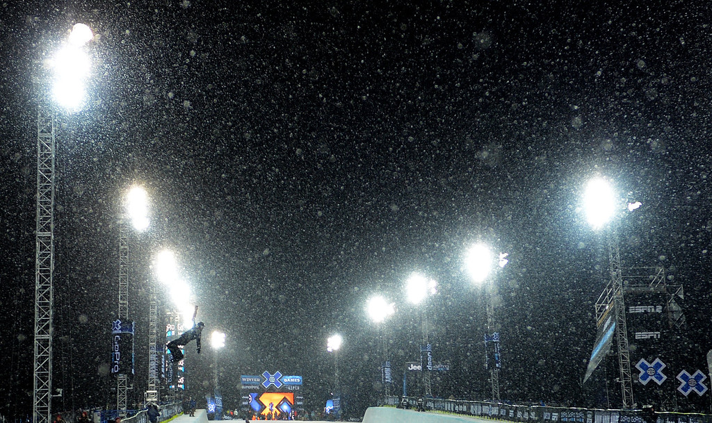 . ASPEN, CO. - JANUARY 24:   Snow starts to fall at Buttermilk Mountain in Aspen as Shaun White practices before the Snowboard SuperPipe Men\'s Eliminations, January 24, 2013, at the 2013 Winter X Games  at Buttermilk Mountain in Aspen. (Photo By RJ Sangosti / The Denver Post)