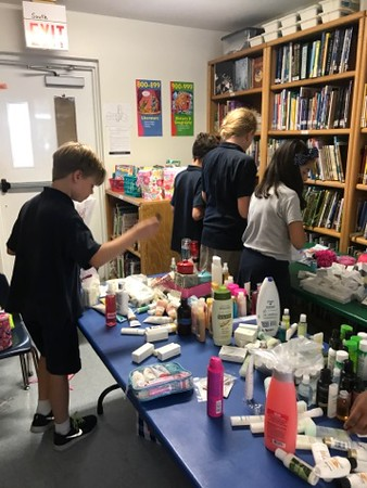 Giraffe Club Trip to Helping Hands Food Pantry (Mother's Day) 2017