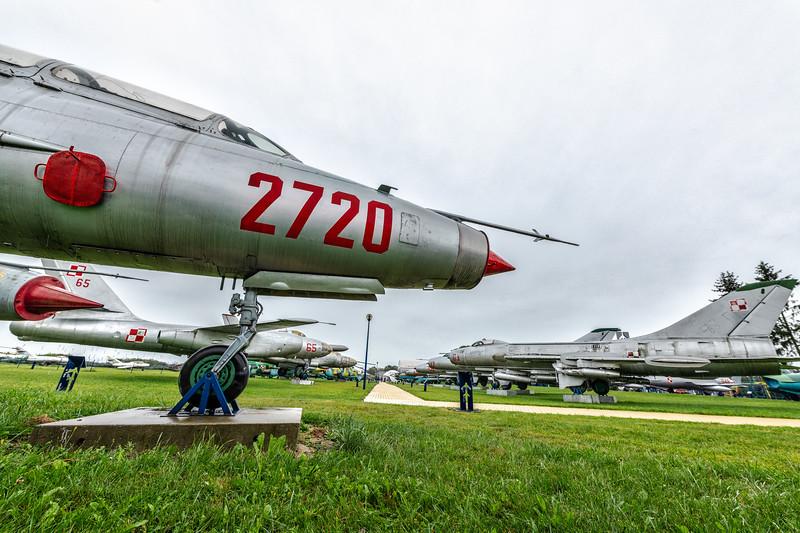 RADOM-DeblinMuseum-MiG21Su7-kedark_D854592.jpg