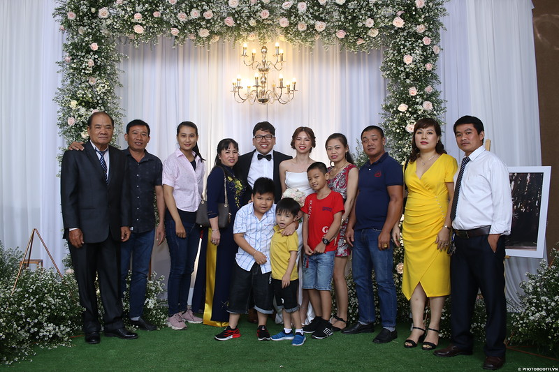 Vy-Cuong-wedding-instant-print-photo-booth-in-Bien-Hoa-Chup-hinh-lay-lien-Tiec-cuoi-tai-Bien-Hoa-WefieBox-Photobooth-Vietnam-104.jpg