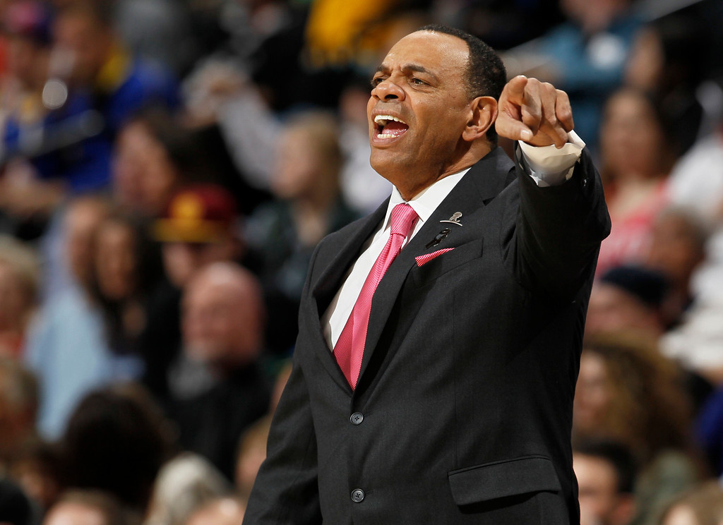 . Memphis Grizzlies coach Lionel Hollins talks to his players the first quarter of an NBA basketball game against the Denver Nuggets in Denver on Friday, March 15, 2013. (AP Photo/David Zalubowski)