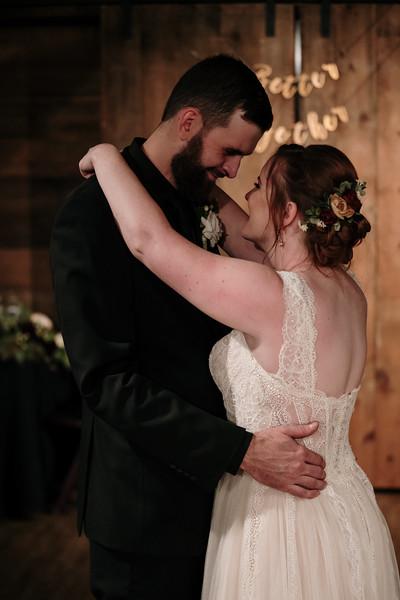 rustic_ohio__fall_barn_wedding-382.jpg