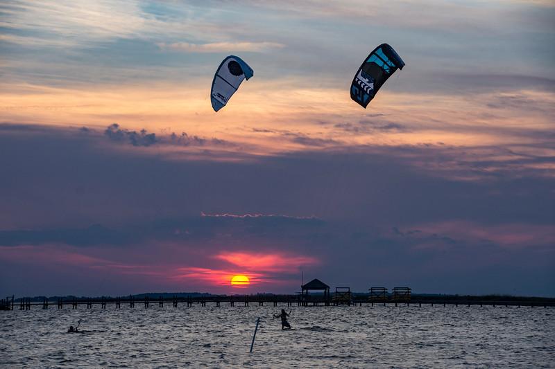 Kite-boarders-sunset-corolla2017.jpg
