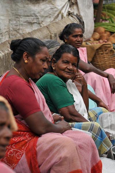 _DSC4584_women_market.jpg