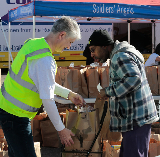 AIMCO Veterans Moble Food Bank