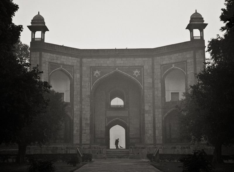 Humayun's Tomb entrance - early morning cleaning