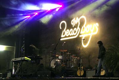 Cheerleaders with Beach Boys November 2014
