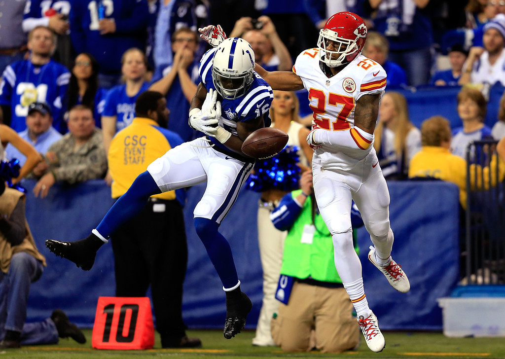 . INDIANAPOLIS, IN - JANUARY 04: Wide receiver Da\'Rick Rogers #16 of the Indianapolis Colts tries to make a catch as cornerback Sean Smith #27 of the Kansas City Chiefs defends during a Wild Card Playoff game at Lucas Oil Stadium on January 4, 2014 in Indianapolis, Indiana.  (Photo by Rob Carr/Getty Images)