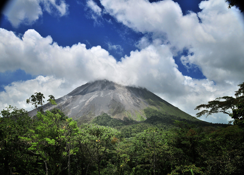 A  Volcano Arenal in Costa Rica .jpg