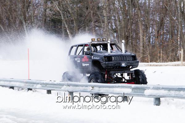 MEGA TRUCKS OBSTACLE COURSE | DRAGS | FREESTYLE - SNOWBOG 2014