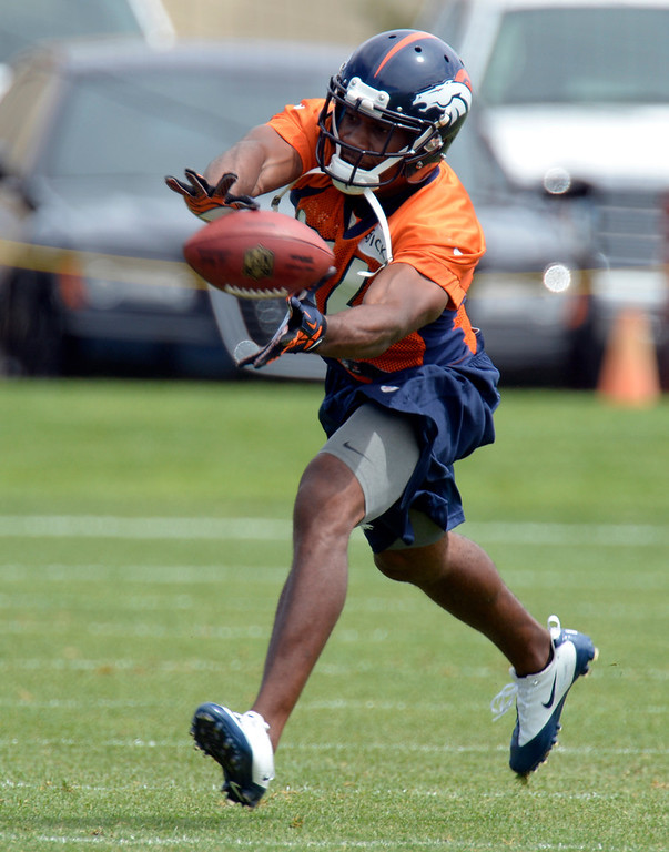 . Quentin Jammer (34) DB of the Denver Broncos stretches for the football in drills during mini camp June 12, 2013 at Dove Valley. (Photo By John Leyba/The Denver Post)