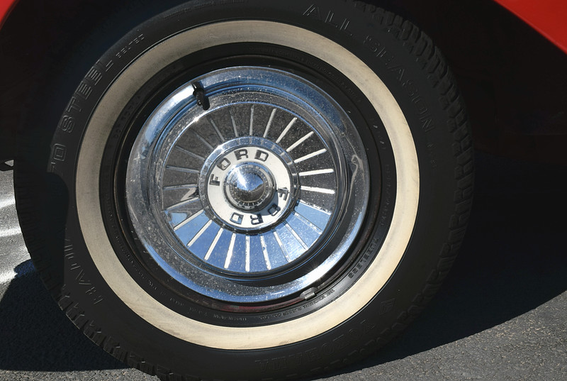 Ford 1957 retractable ht wheel.JPG