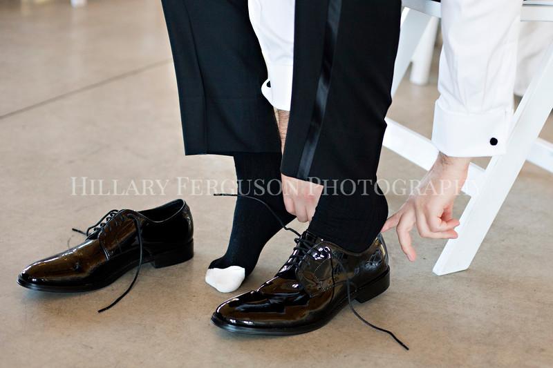 Hillary_Ferguson_Photography_Melinda+Derek_Getting_Ready270.jpg