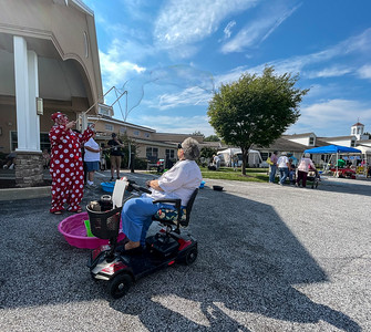 Seniors Continue To Enjoy Bubbles