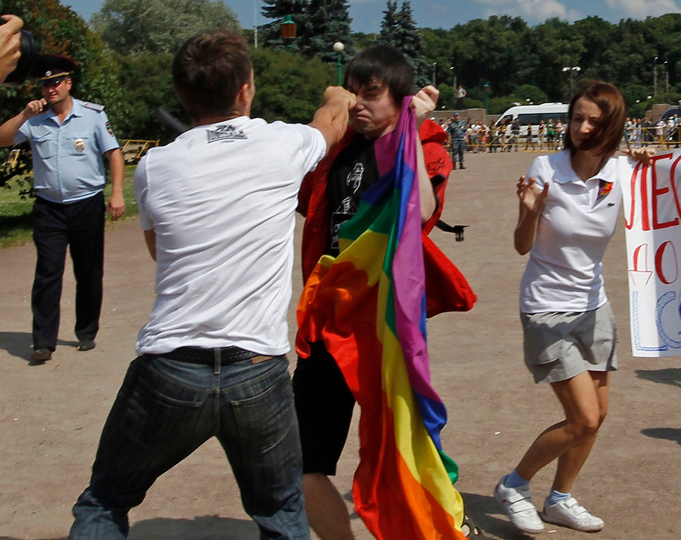 . An anti-gay protester (front) clashes with a gay rights activist during a Gay Pride event in St. Petersburg, June 29, 2013. Dozens of gay and lesbian rights activists and their supporters gathered for the event but were attacked by anti-gay protesters and later dispersed by the police. REUTERS/Alexander Demianchuk