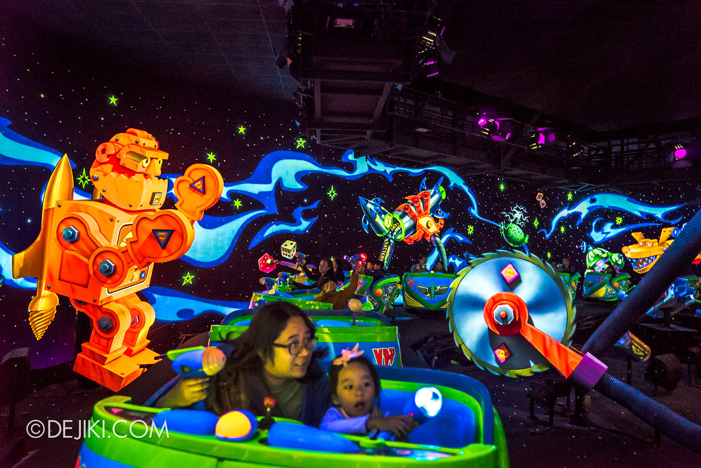 Hong Kong Disneyland Buzz Lightyear Astro Blasters Last Mission - Park Guest in first scene