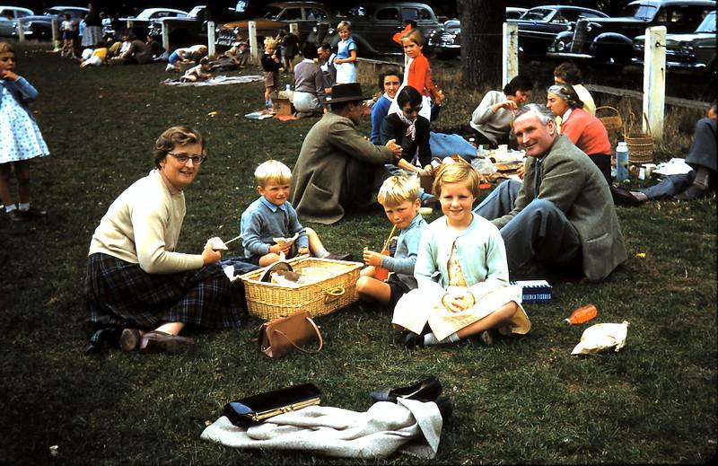 1960-4-1 (15) Schooll sports @ Mortlake.JPG