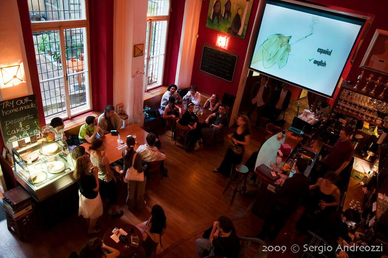 Café Globe: film screening about Otros Aires