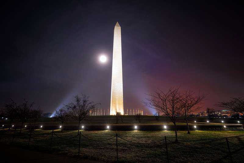 washingtonmonumentredmoon.jpg