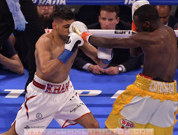 Terence Crawford  Defeats Amir Khan by 6th Round TKO