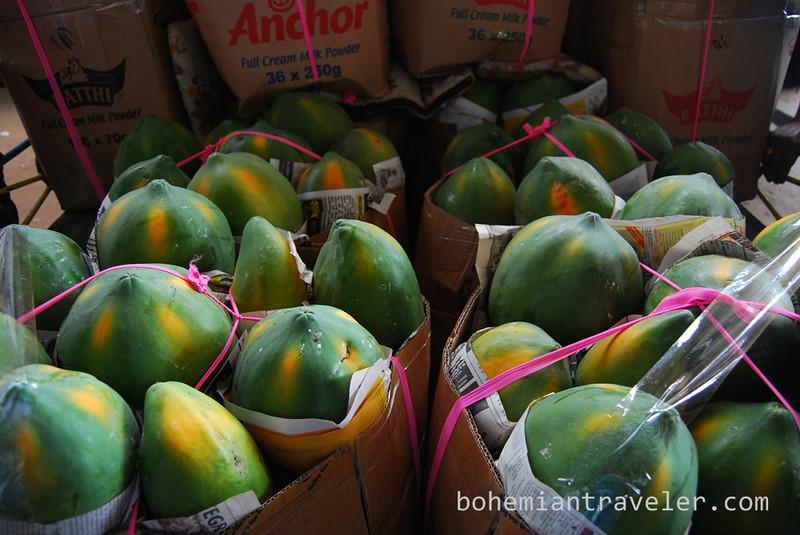 papayas at Dambulla wholesale market.jpg