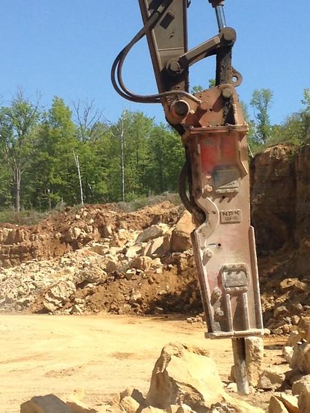 NPK GH15 hydraulic hammer on Volvo EC380DL excavator 2 (16).JPG