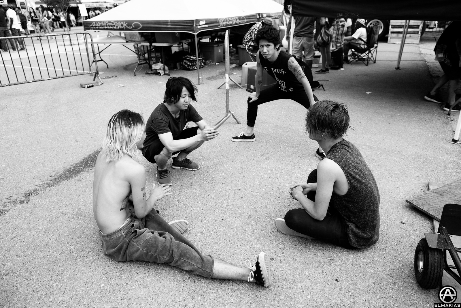 ONE OK ROCK stretching for stage