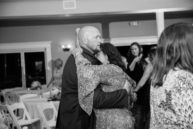 1181_Josh+Lindsey_WeddingBW.jpg