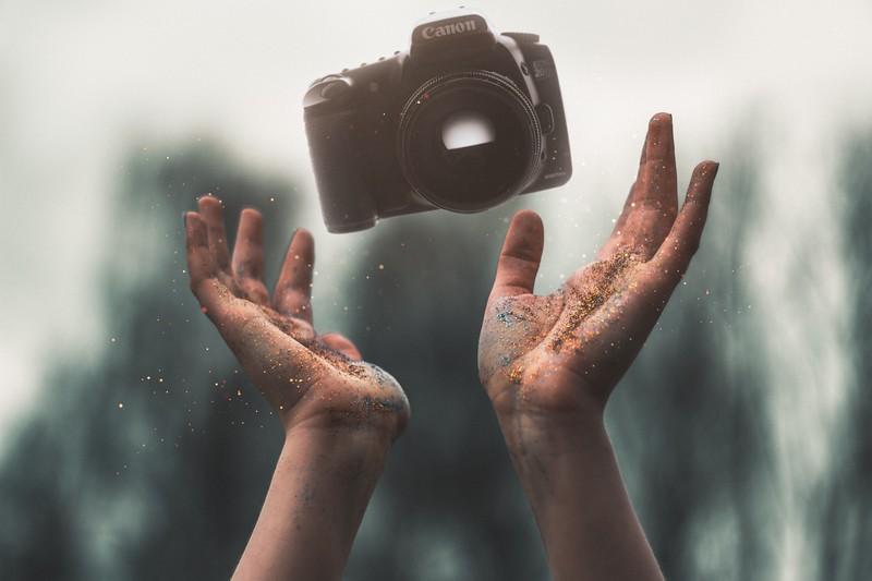 selevtice-photography-of-black-canon-dslr-camera-above-human-986733.jpg