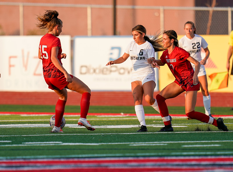 CCHS-vsoccer-pineview0443.jpg