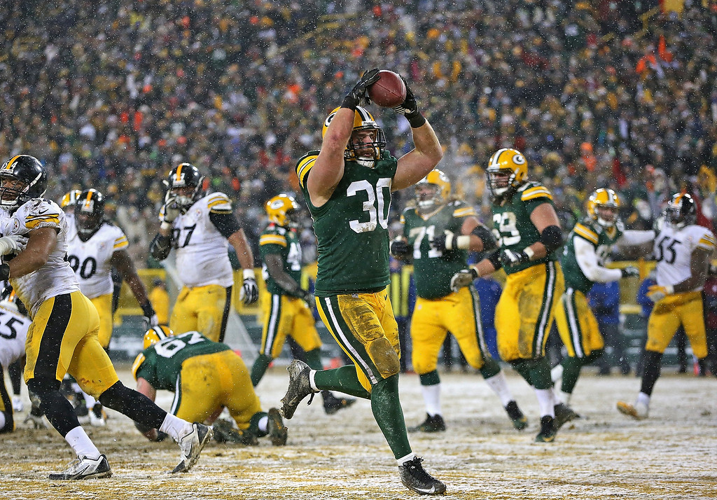 . John Kuhn #30 of the Green Bay Packers scores a touchdown against the Pittsburgh Steelers at Lambeau Field on December 22, 2013 in Green Bay, Wisconsin.  The Steelers defeated the Packers 38-31. (Photo by Jonathan Daniel/Getty Images)