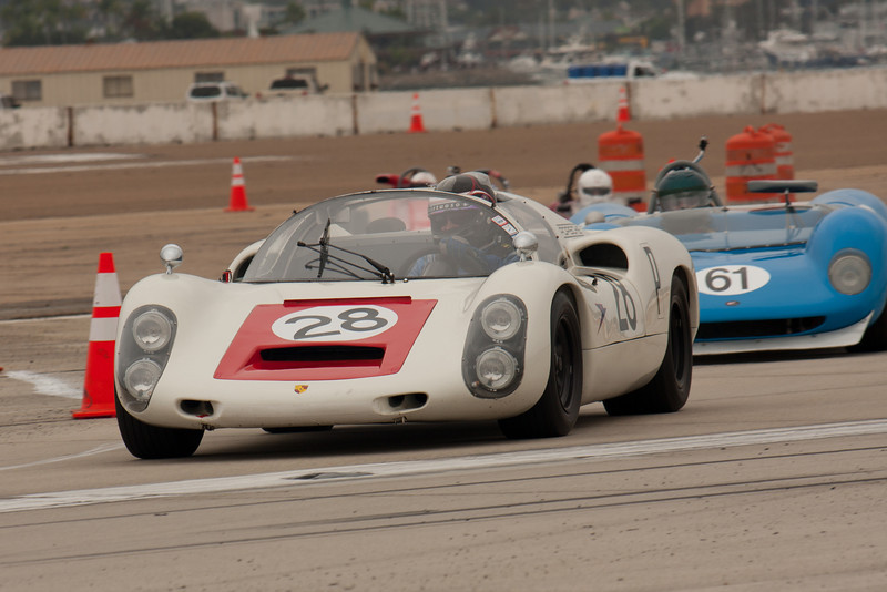 Steve Thein leads a pack out of turn nine in his 1967 Porsche 910.