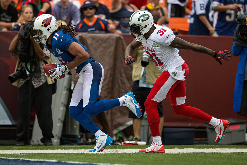 . Larry Fitzgerald #11 of the NFC\'s Arizona Cardinals carries the ball against Antonio Cromartie #31 of the AFC\'s New York Jets during the 2013 AFC-NFC Pro Bowl on January 27 , 2013 at Aloha Stadium in Honolulu, Hawaii.  (Photo by Kent Nishimura/Getty Images)