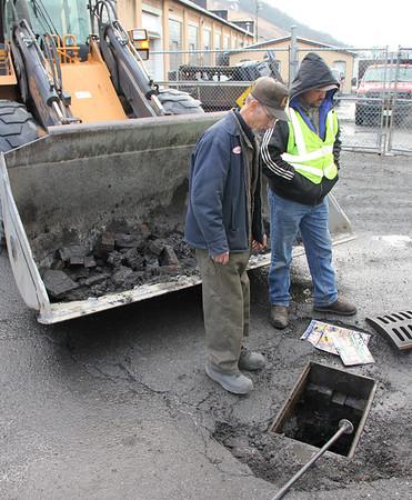 Borough Workers Repairing Pot Holes, Tamaqua (2-28-2013)