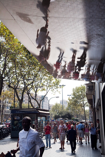 Reflejos en una visera del Paseo de Gracia, Barcelona