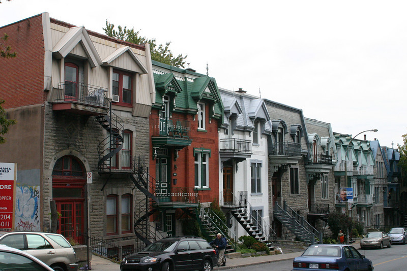 These row houses are every bit as charming as the famed ones in San Francisco, and people were not shy about using colorful paints. Just that these are all made of stone rather than wood and stucco.