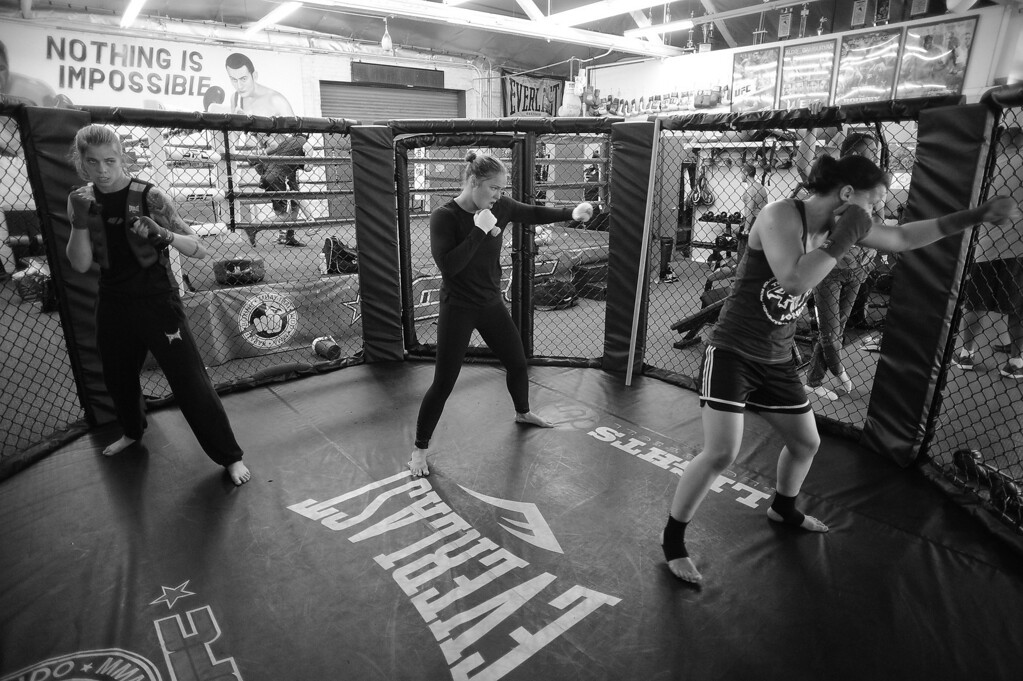 . Jessamyn Duke , Ronda Rousey and Shayna Baszler shadow box holing weights at the Glendale Fighting Club in Glendale. (Photo by Hans Gutknecht/Los Angeles Daily News)