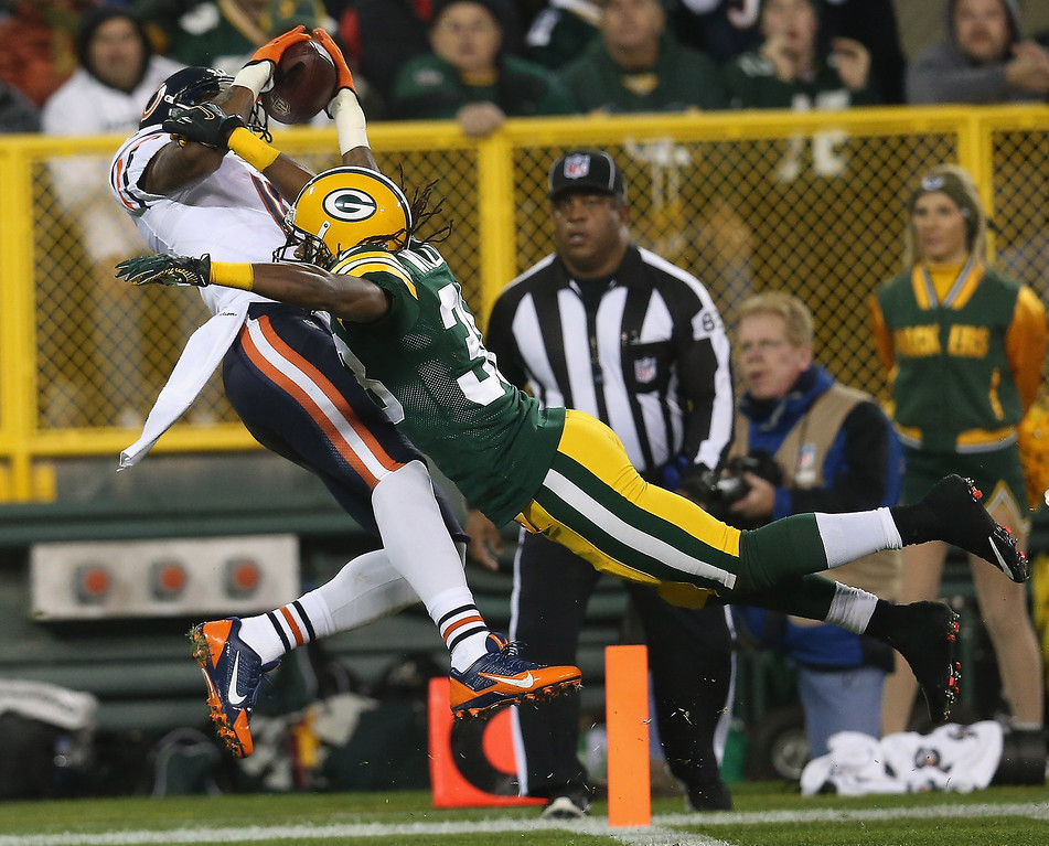 . Brandon Marshall #15 of the Chicago Bears catches a pass for a touchdown in the first quarter against Tramon Williams #38 of the Green Bay Packers at Lambeau Field on November 4, 2013 in Green Bay, Wisconsin.  (Photo by Jonathan Daniel/Getty Images)