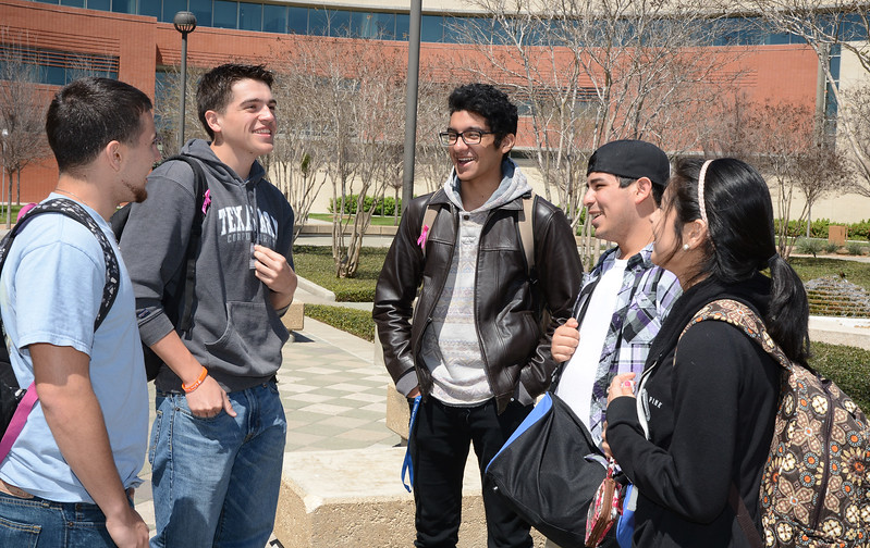 students-gather-between-classes-to-talk-and-enjoy-the-nice-weather_13267977894_o.jpg