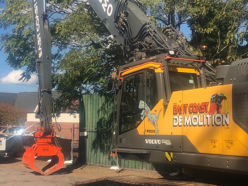 NPK DG30 demo grab on Volvo high reach excavator - East Coast demolition - Moyock, NC  10-2019 (1).jpg