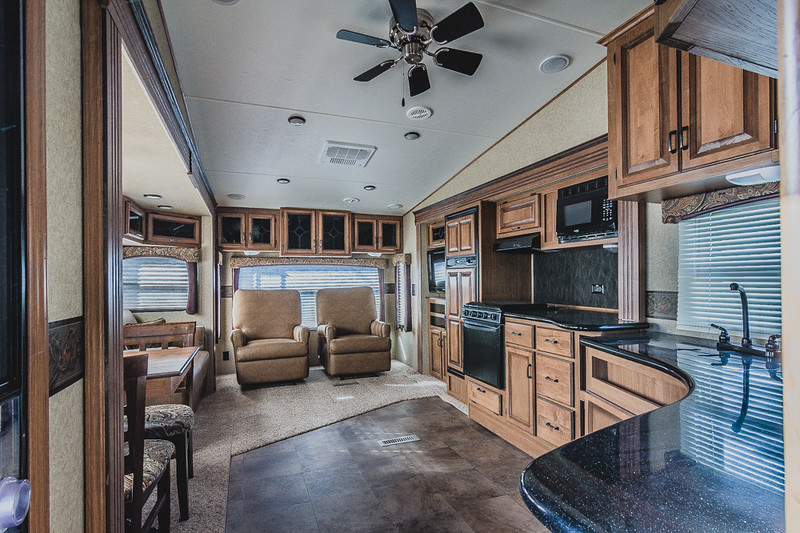 2013-CROSSROADS-CRUISER-SAHARA-300SK-FIFTH-WHEEL-9812C-NAMPA-BISHS-RV (24).JPG