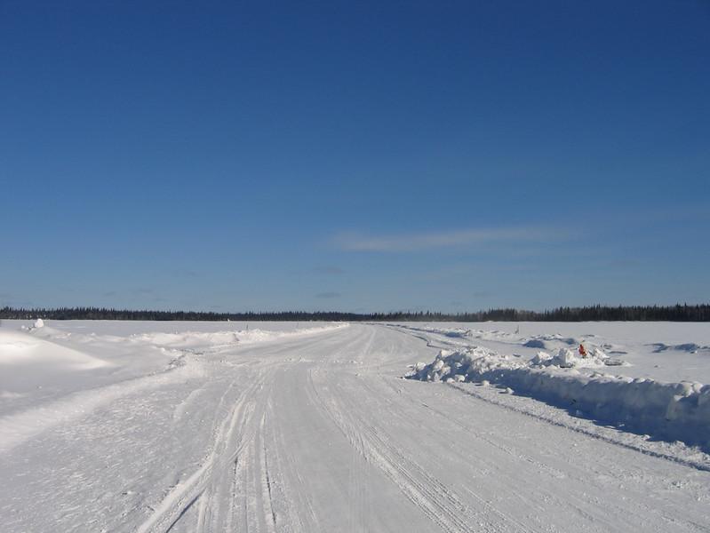 IMG_2752_neskantaga_winter_road_resize.JPG