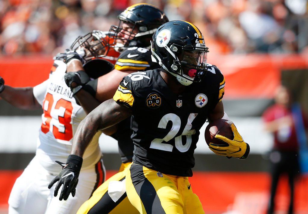 . Pittsburgh Steelers running back Le\'Veon Bell (26) runs with the ball during the second half of an NFL football game against the Cleveland Browns, Sunday, Sept. 10, 2017, in Cleveland. (AP Photo/Ron Schwane)