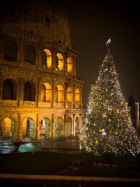 colosseum christmas tree 2.jpg