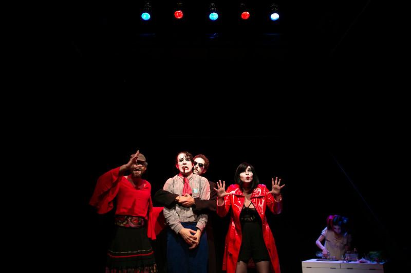 Allan Bravos - essenCIA Teatro - Persona 07-117.jpg