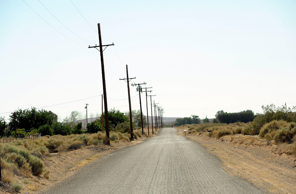 . A view of a Mountain View Road in the community of Hinkley June 13, 2012.  GABRIEL LUIS ACOSTA/STAFF PHOTOGRAPHER.  .