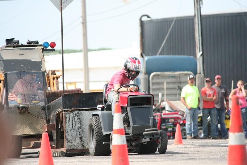 St. Paul Park tractor pull 2013 021.JPG