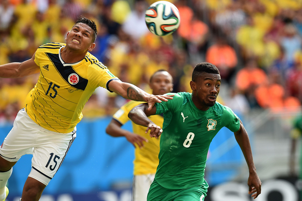 . Ivory Coast\'s forward Salomon Kalou (R) challenges Colombia\'s midfielder Alexander Mejia during the Group C football match between Colombia and Ivory Coast at the Mane Garrincha National Stadium in Brasilia during the 2014 FIFA World Cup on June 19, 2014. Colombia won 2-1. AFP PHOTO / PEDRO UGARTE/AFP/Getty Images