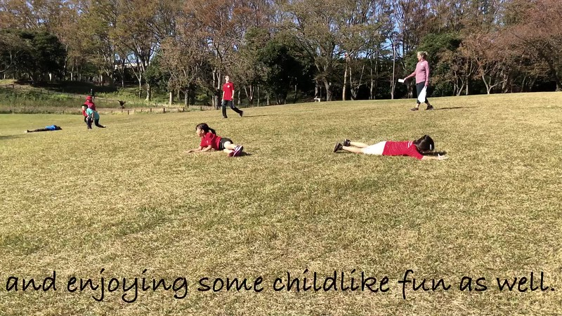Students from Gr. 3 - 5 challenge themselves in a friendly cross-country race in Negishi Park, encouraging each other to do their best, while also enjoying the beauty nature has to offer.